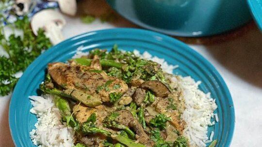 Cremet svampe med kylling og broccoli (kalorielet)