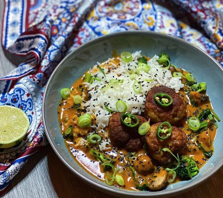 Panang karry med asiatisk inspirerede kødboller